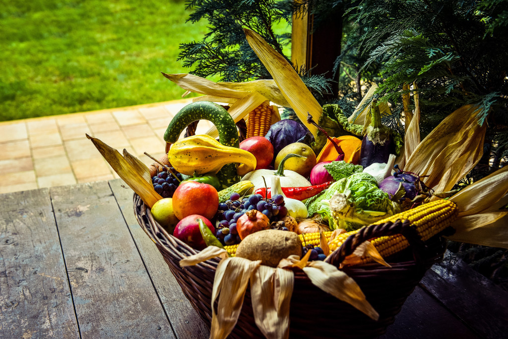 organic-food-background-fruits-and-vegetables-in-PSVZM2P.jpg